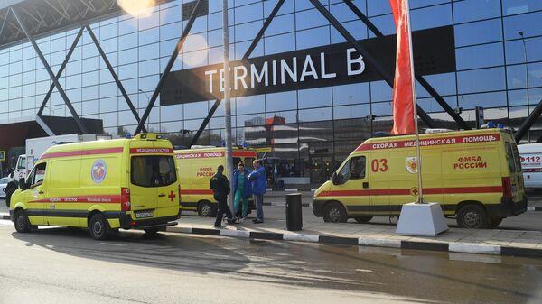 Автомобили скорой помощи у аэропорта Шереметьево