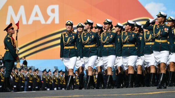 Сводный парадный расчет женщин-военнослужащих Министерства обороны РФ на генеральной репетиции военного парада на Красной площади