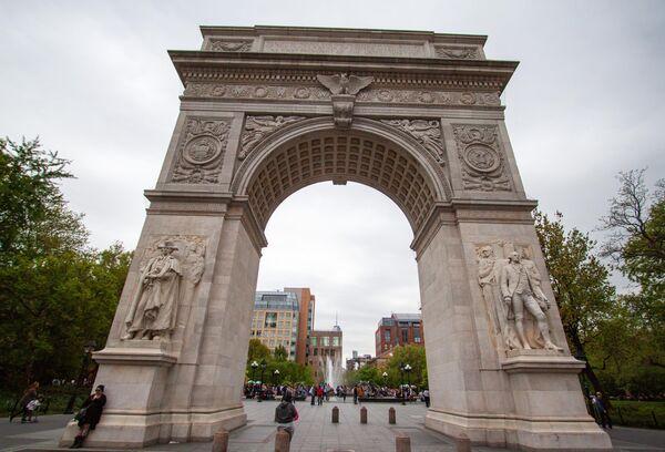 Триумфальная арка Вашингтона в Вашингтон-Сквер-парке