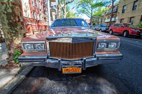 Машина Линкольн в районе Бей-Паркуэй в Бруклине