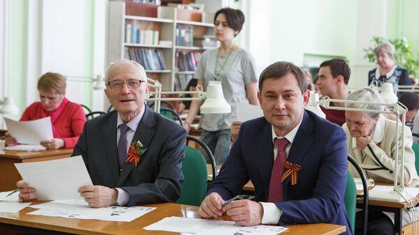 Председатель Воронежской областной думы Владимир Нетесов принял участие в акции Диктант Победы