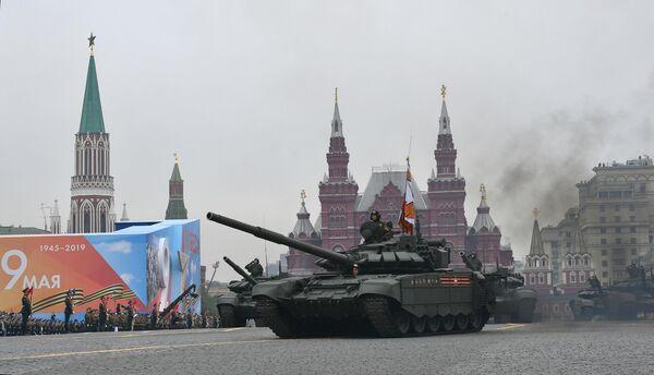 Танк Т-72Б3 на военном параде на Красной площади, посвящённом 74-й годовщине Победы в Великой Отечественной войне