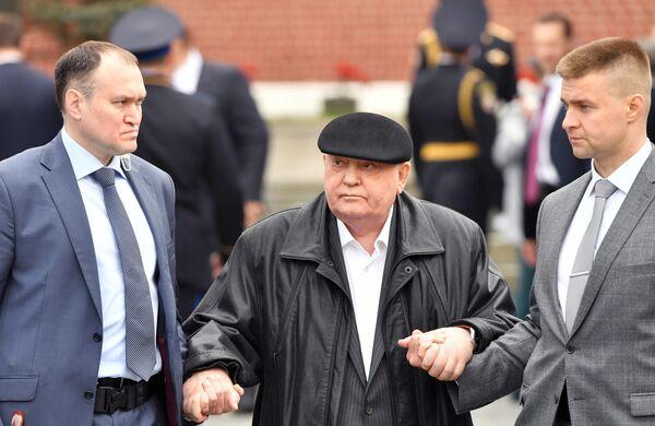 Экс-президент СССР Михаил Горбачев перед началом военного парада, посвящённого 74-й годовщине Победы в Великой Отечественной войне