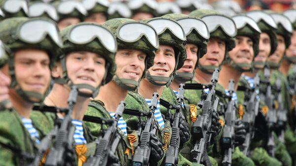 Военнослужащие 331-го гвардейского парашютно-десантного полка на военном параде на Красной площади