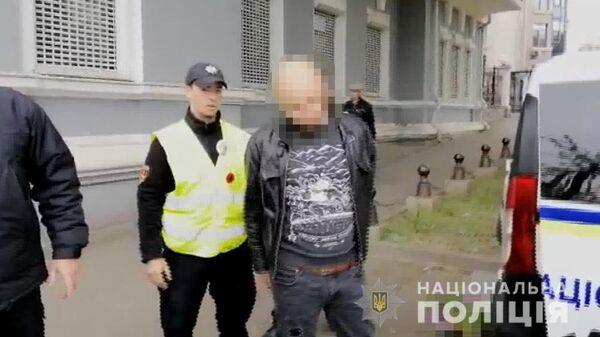 Задержание мужчины с георгиевской лентой на Аллее Славы в Одессе. 9 мая 2019