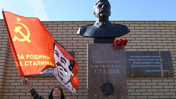 Торжественное открытие памятника Генералиссимусу Советского Союза И.В. Сталину на территории обкома КПРФ в Новосибирске