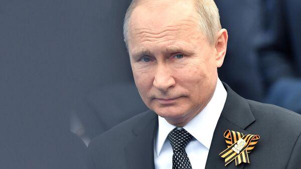 Президент РФ Владимир Путин во время военного парада в честь 74-й годовщины Победы в ВОВ