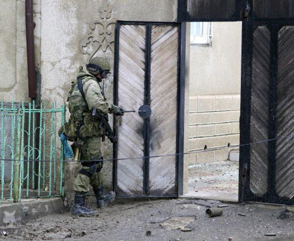 Во время штурма были ранены два бойца спецназа и сотрудник городского ОВД