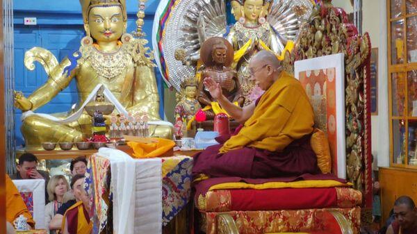 Далай-лама проводит духовные  учения для буддистов России в Дхарамсале, Индия