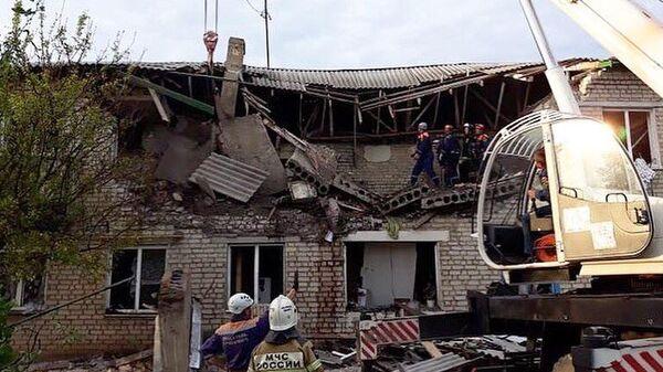 Спасательные работы на месте хлопка бытового газа в жилом доме в Ростовской области. 12 мая 2019