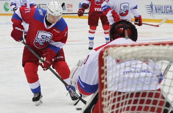 Президент РФ Владимир Путин принимает участие в гала-матче Ночной хоккейной лиги в ледовом дворце Большой в Сочи