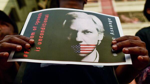 Акция сторонников основателя WikiLeaks Джулиана Ассанжа в Дакке