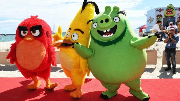Ростовые куклы персонажей мультфильма Angry Birds 2 в кино на 72-м Каннском международном кинофестивале