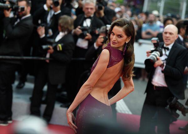 Бразильская модель Изабель Гулар на красной дорожке церемонии открытия 72-го Каннского международного кинофестиваля
