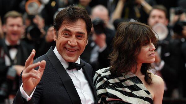 Испанский актер Хавьер Бардем и английская актриса Шарлотта Генсбур на красной дорожке церемонии открытия 72-го Каннского международного кинофестиваля