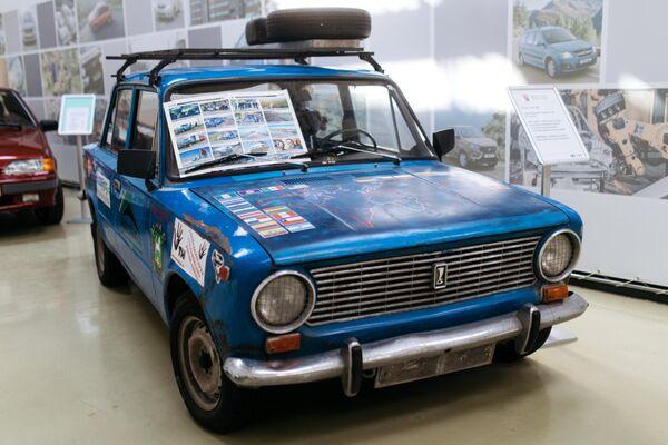 Автомобиль ВАЗ-2101 в музее прототипов АвтоВАЗ в Тольятти