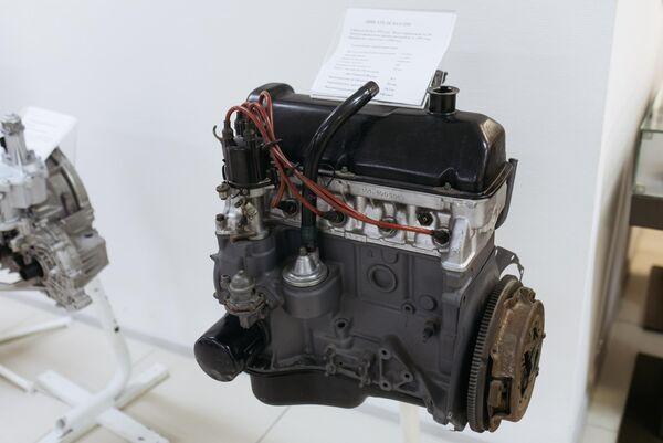 Двигатель автомобиля ВАЗ-2101 в музее прототипов АвтоВАЗ в Тольятти