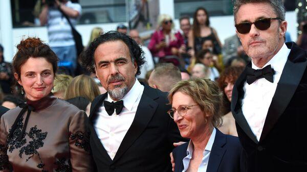 Жюри основного конкурса на красной дорожке церемонии открытия 72-го Каннского международного кинофестиваля