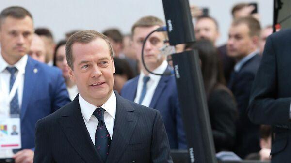 Медведев встретился со своим бывшим преподавателем