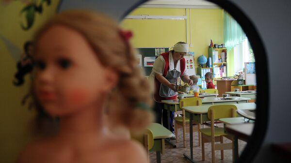 Подготовка к обеду в детском саду