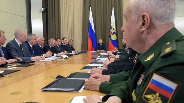 Владимир Путин проводит совещание с руководством министерства обороны РФ и представителями предприятий оборонно-промышленного комплекса. 16 мая 2019