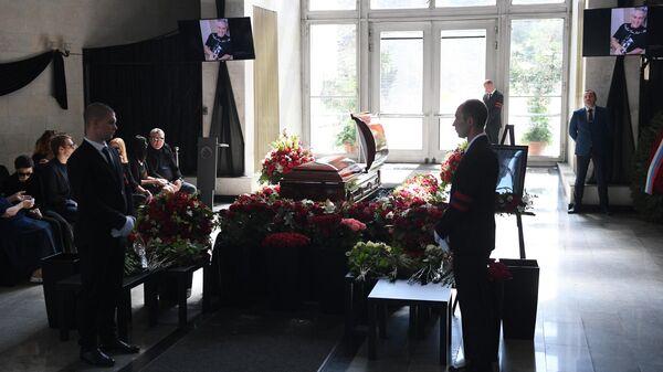 Зал на Троекуровском кладбище, где проходит церемония прощания с главным редактором радиостанции Говорит Москва Сергеем Доренко