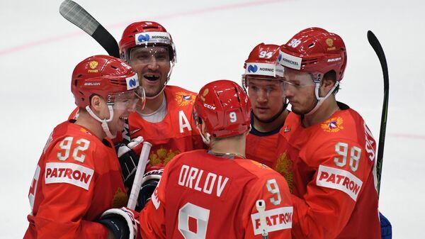 Евгений Кузнецов, Александр Овечкин, Дмитрий Орлов, Александр Барабанов и Михаил Сергачёв (слева направо)