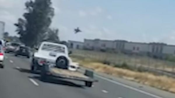 Момент крушения истребителя F-16 в Калифорнии попал на видео