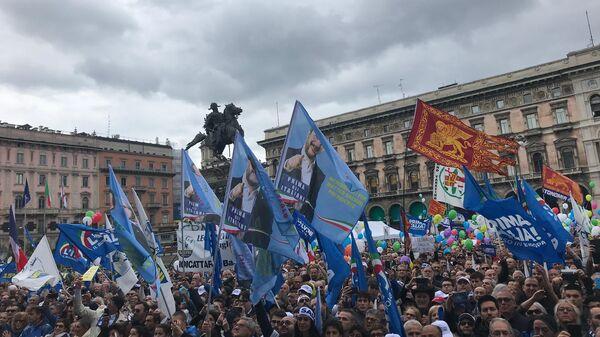 Участники и сторонники партии Лига во время акции протеста в Италии. Архивное фото