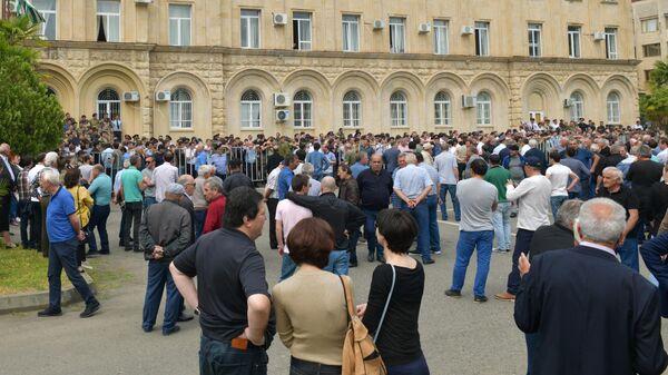 Абхазская оппозиция заблокировала дороги, ведущие в столицу республики