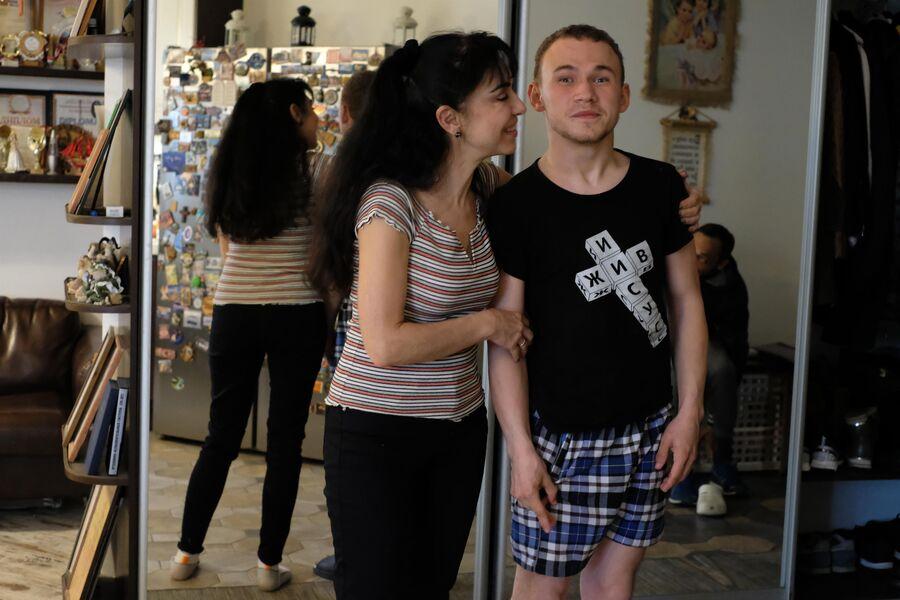 Витя с опекуном Лилит Гореловой