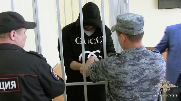 Задержанный по делу о деятельности сети фиктивных медицинских клиник в суде