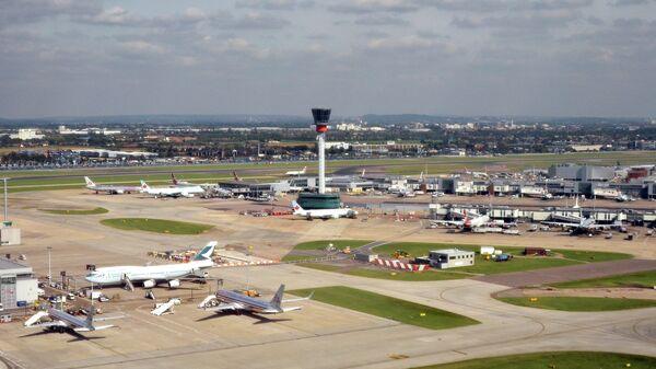 Диспетчерская вышка аэропорта Хитроу в Лондоне