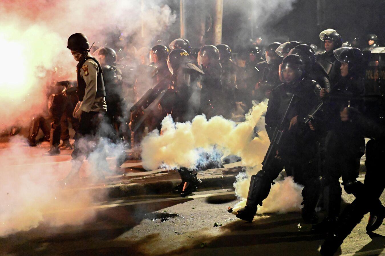 ВИндонезии проходят протесты после крупнейших вмире выборов, есть погибшие