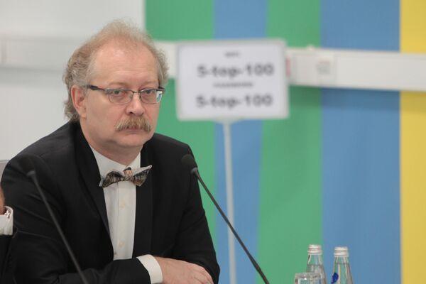 Профессор-исследователь Медицинского института БФУ им. И. Канта А. Продеус