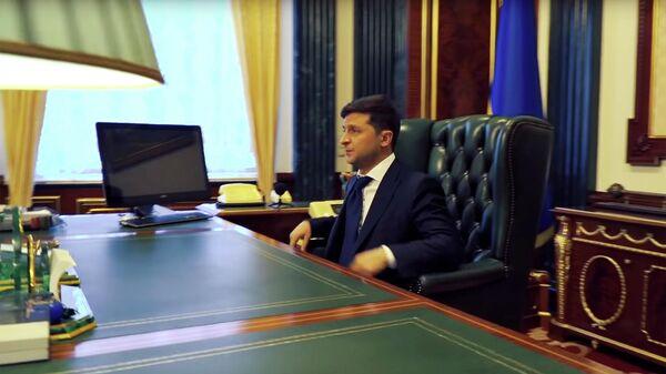 Президент Украины Владимир Зеленский в рабочем кабинете