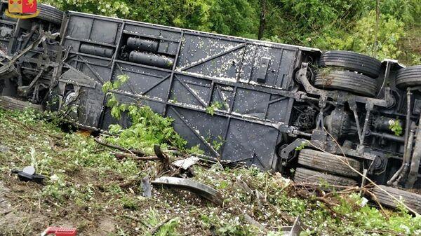 Место происшествия с туристическим автобусом в итальянской провинции Сиена. 22 мая 2019