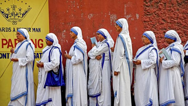 Индийские монахини на избирательном участке