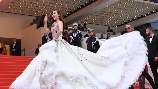 Южнокорейская певица и актриса Джессика Чжун Су Ен на красной дорожке церемонии открытия 72-го Каннского международного кинофестиваля