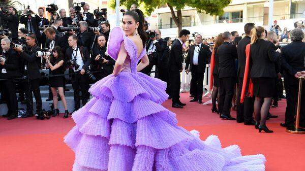 Модель Шририта Дженсен на красной дорожке премьеры фильма Рокетмен в рамках 72-го Каннского международного кинофестиваля