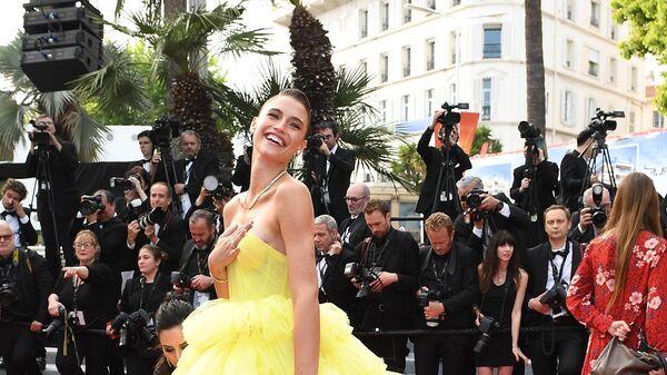 Модель Фернанда Лиз на красной дорожке фильма Боже мой! (Oh Mercy! \ Roubaix, une lumière) в рамках 72-го Каннского международного кинофестиваля