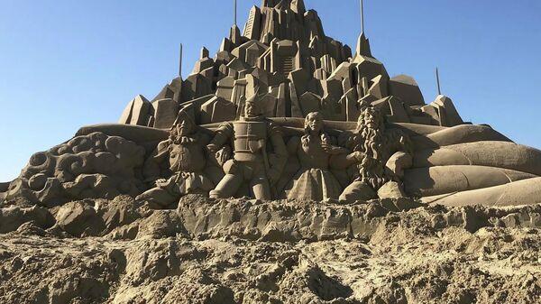 Скульптура из песка, созданная в рамках Фестиваля песка на пляже Хэундэ в Республике Корея