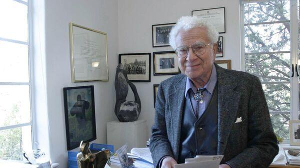 Американский физик, лауреат Нобелевской премии Марри Гелл-Манн