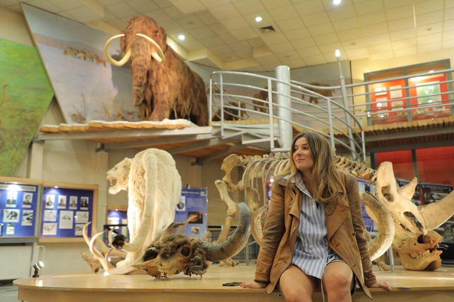 Жанна Бадоева в Музее палеонтологии, Якутия