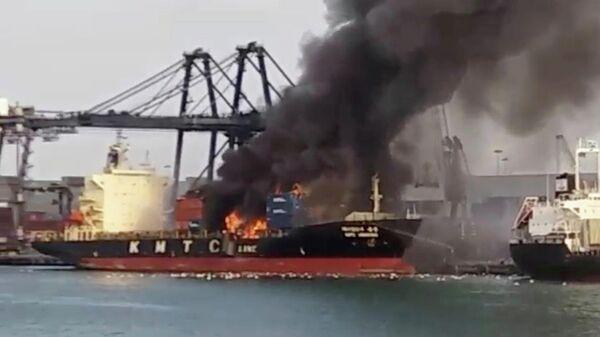 Пожар на контейнеровозе KMTC в тайском порту Лемчабанг. 22 мая 2019