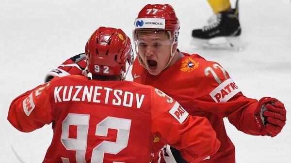 Игроки сборной России Евгений Кузнецов (слева) и Кирилл Капризов