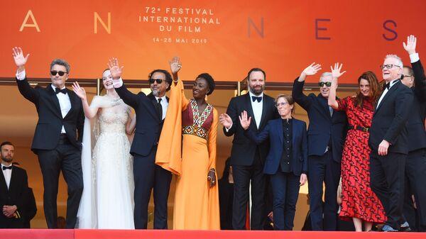 Жюри основного конкурса 72-го Каннского международного кинофестиваля на красной дорожке церемонии закрытия