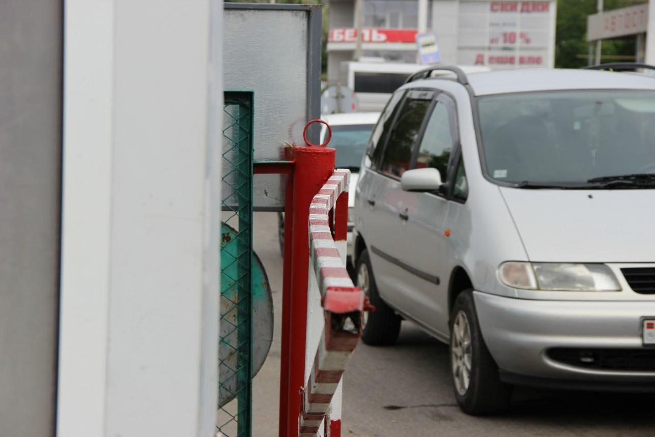 Жительница Украины дважды за день протаранила на авто КПП в Приднестровье