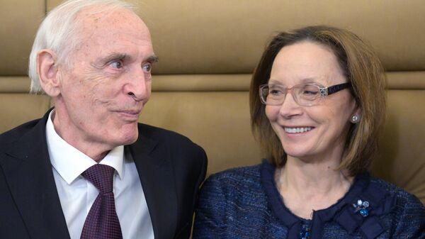 Народный артист СССР Василий Лановой с супругой актрисой Ириной Купченко