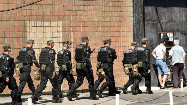 Сотрудники полиции на территории Южной исправительной колонии общего режима №51 в Одессе, где произошло массовое неповиновение заключенных. 27 мая 2019